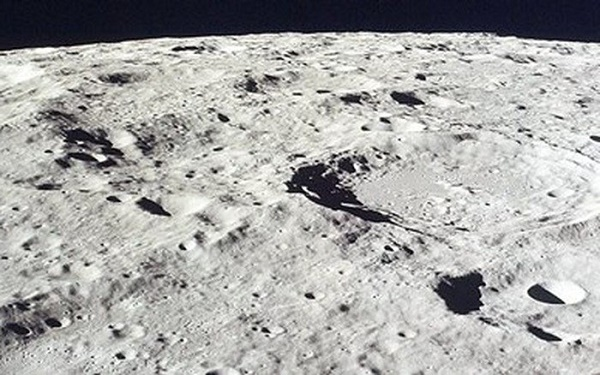 Bụi ở Mặt trăng có thể gây ung thư phổi.