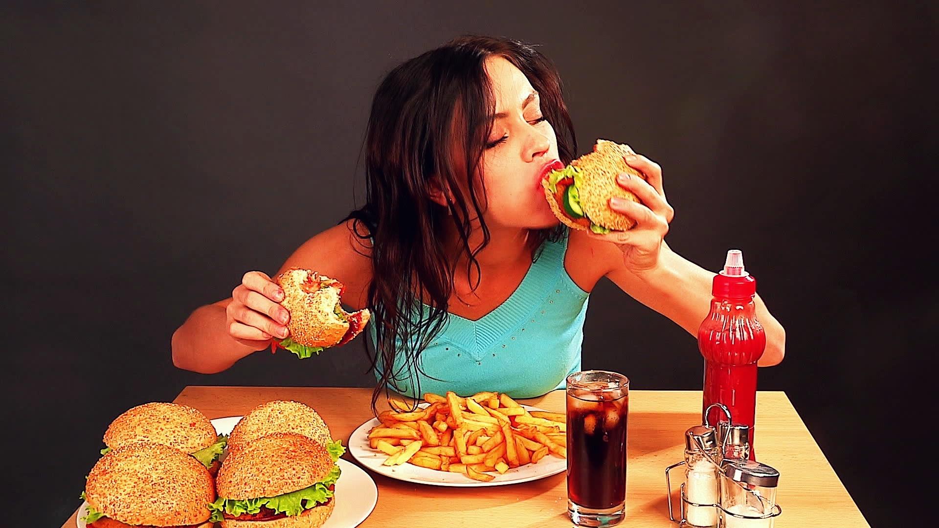 Thức ăn nhanh là nguyên nhân gây vô sinh ở phụ nữ