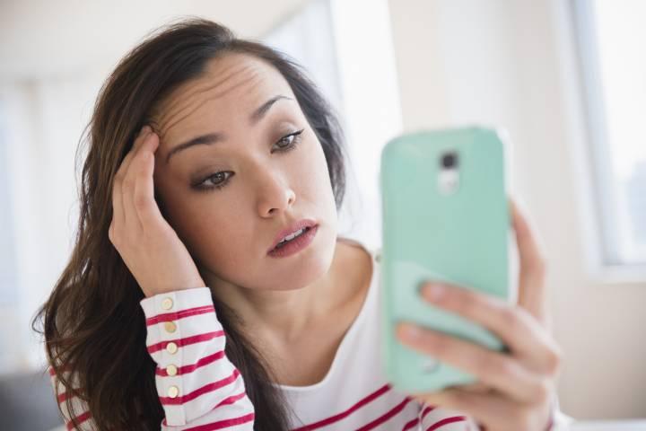 Thận trọng khi sử dụng miếng dán giảm nếp nhăn vì có thể gây dị ứng da. Ảnh: globalnews.