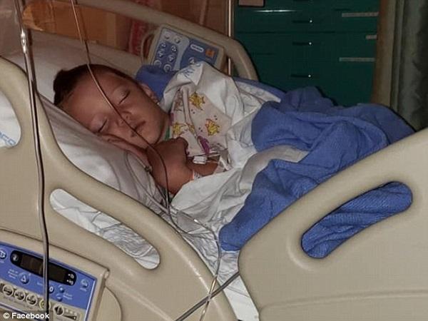 Cậu bé 6 tuổi bị sưng não và động kinh sau khi bị nhiễm virut hiếm do muỗi cắn