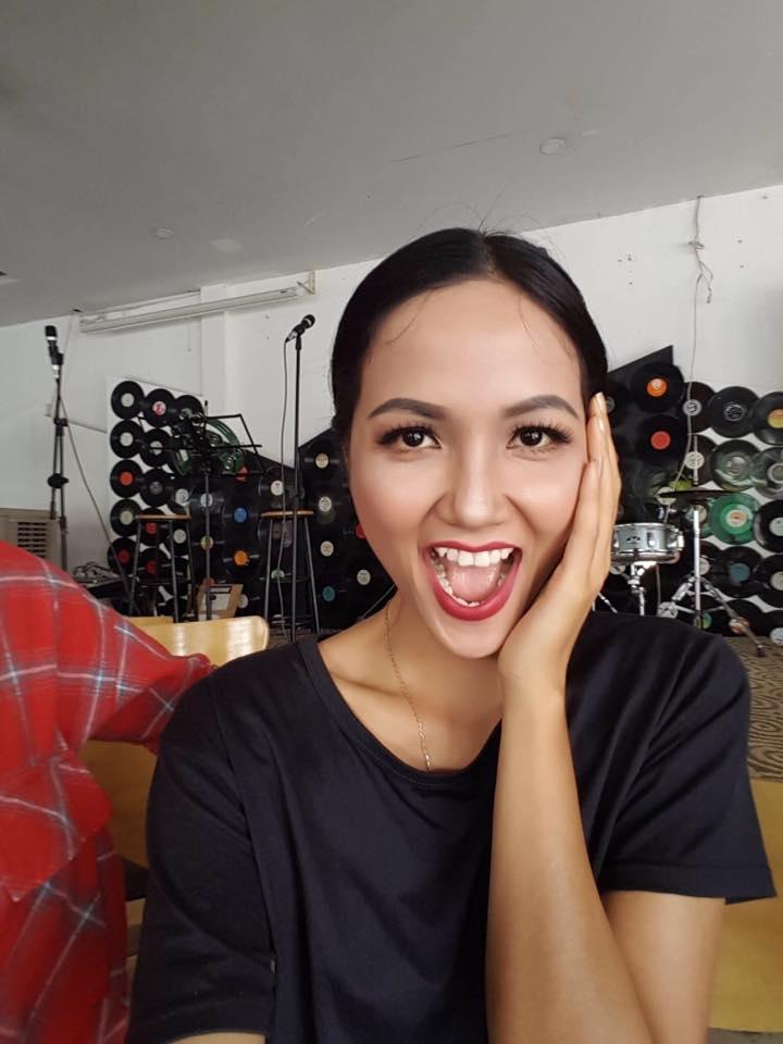 H'Hen Nie cho biết chính làn da nâu khỏe khoắn, mái tóc ngắn cá biệt đã giúp cô tự tin giành chiến thắng