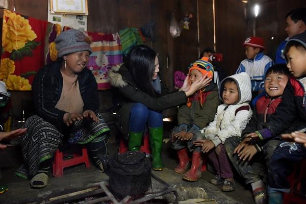 Sau ồn ào với Bùi Tiến Dũng, Đỗ Mỹ Linh trở về Cu Vai làm từ thiện