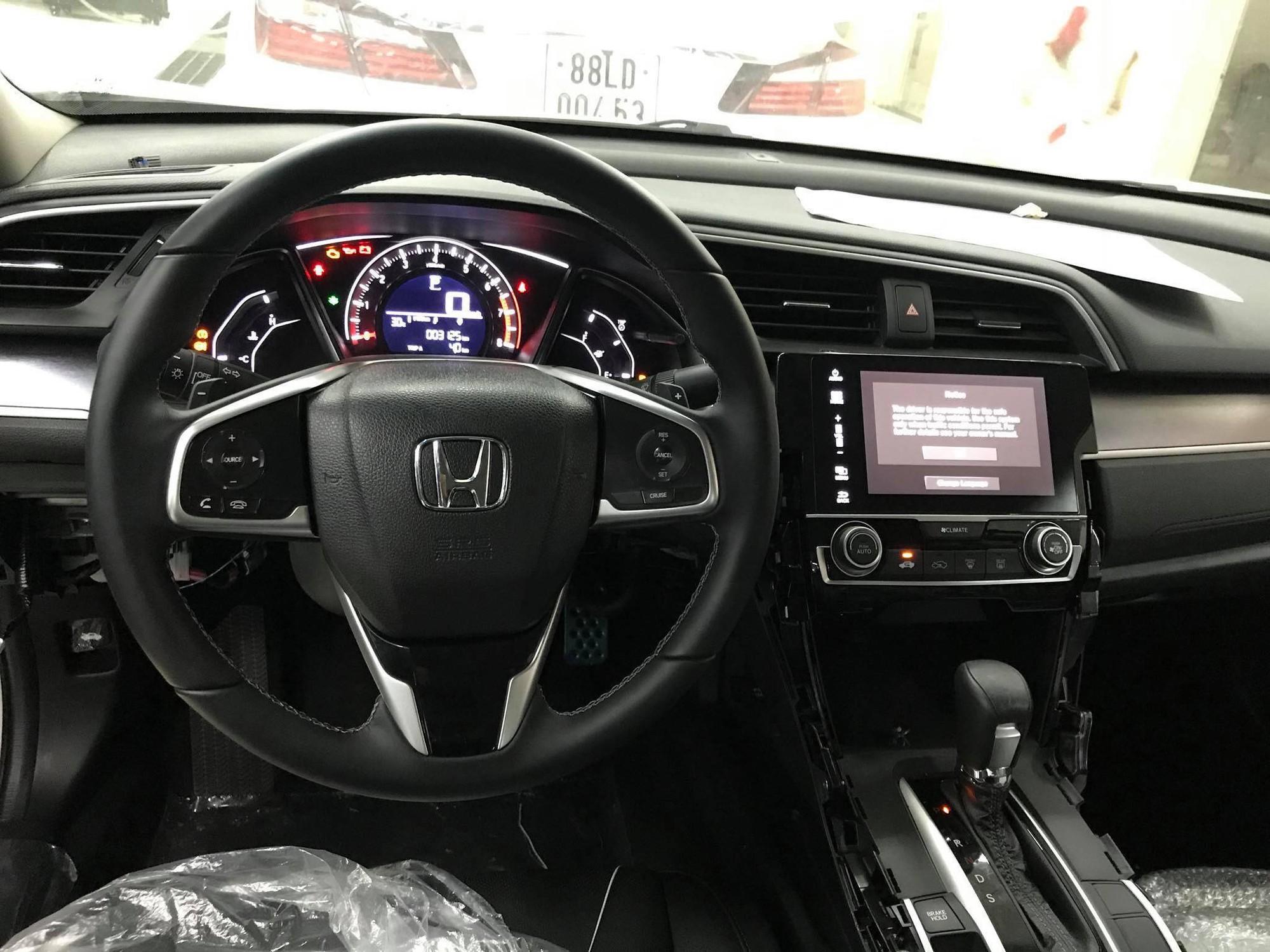 Honda Civic 2018 giá giảm 'kịch sàn' chỉ hơn 700 triệu đồng có gì hấp dẫn?