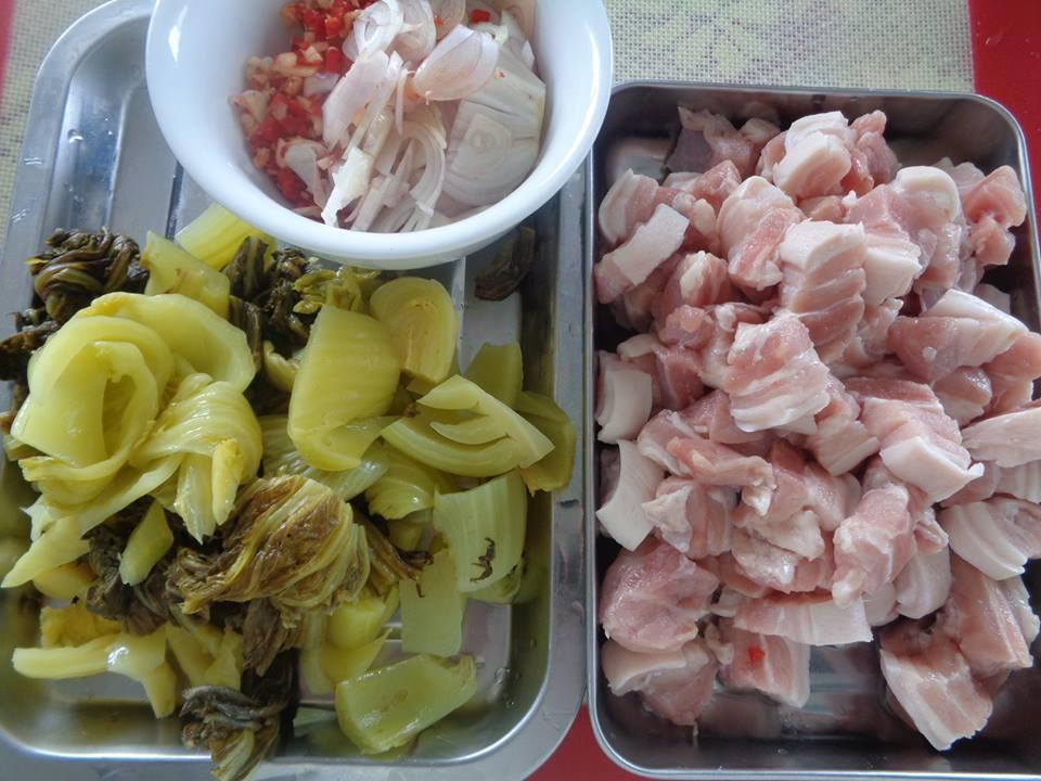 Cách làm món thịt ba chỉ xào cải chua cực kỳ hao cơm - ảnh 1