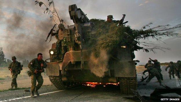 Tình hình Ukraine mới nhất: Tiếng súng vẫn nổ ở Debaltseve dù thỏa thuận ngừng bắn đã có hiệu lực