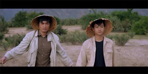 Hoài Lâm cùng người cha câm sống bằng nghề chăn cừu trên cánh đồng hoang dã