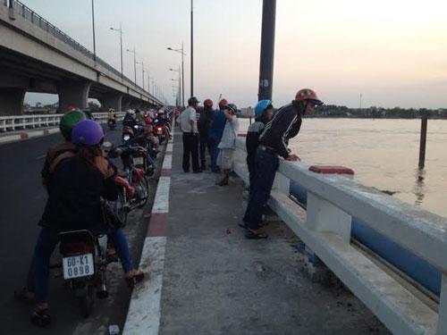 Tin tức mới nhất 24h đưa tin phụ nữ tự tự ở sông Đồng Nai hôm mùng 4 Tết