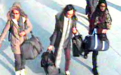 Ảnh 3 nữ sinh Anh được chụp lại bằng camera an ninh ở sân bay Gatwick trước khi tới Thổ Nhĩ Kỳ