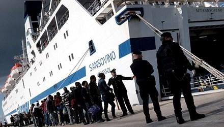 Cảng Lampedusa ở Italy, nơi thường xuyên 'hứng chịu' làn sóng di cư từ Libya