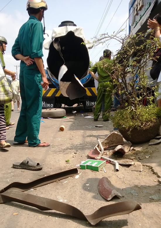 Vụ nổ xe chở xăng khiến 2 người bị thường, hàng chục nhà dân hử hỏng ở Cà Mau là tin tức mới cập nhật 24h hôm nay