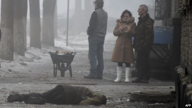 Tình hình Ukraine mới nhất: Ít nhất 7 người thiệt mạng trong vụ pháo kích xảy ra tại thành phố Donetsk vào hôm qua