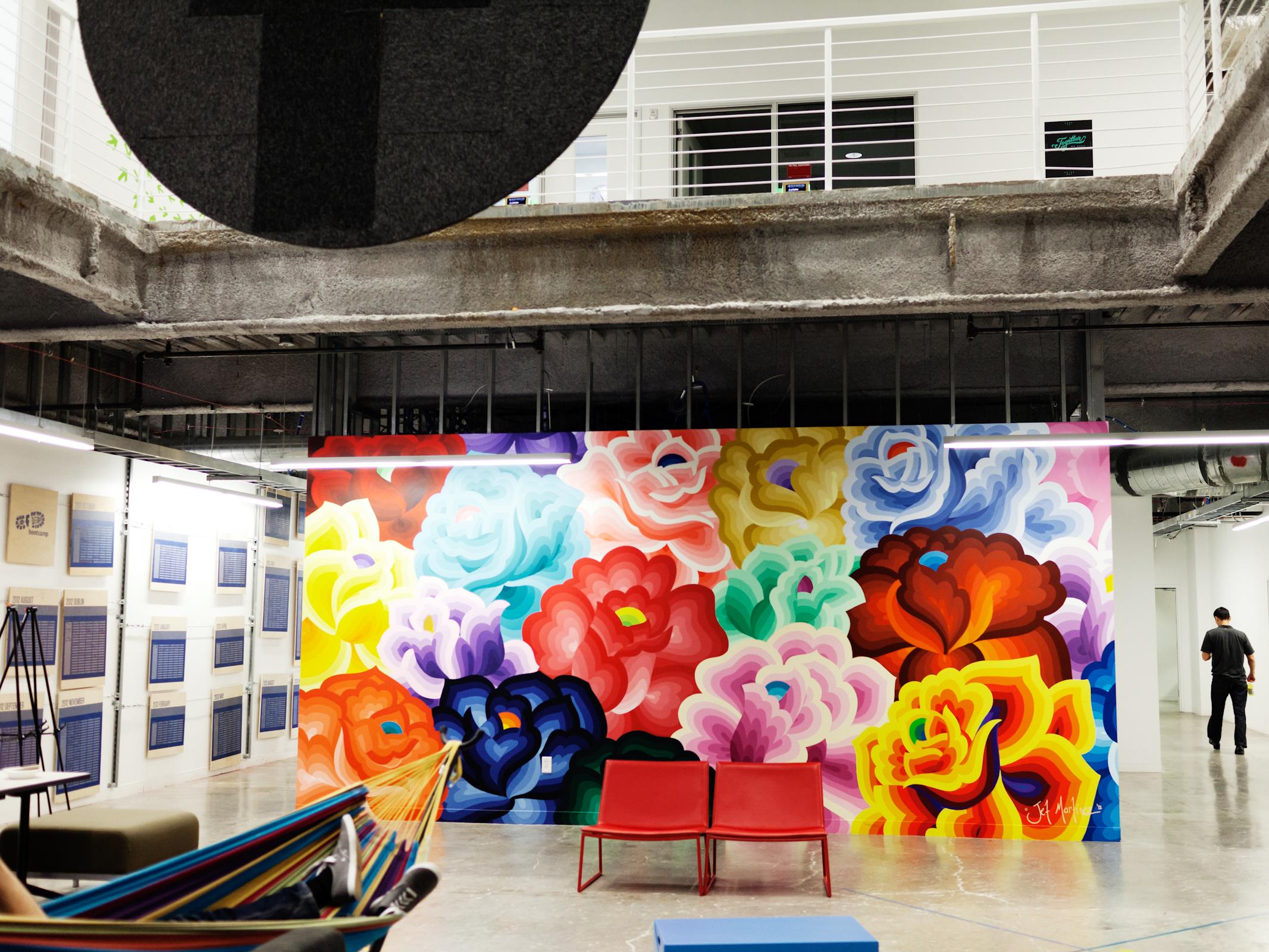 Menlo Park: Đóa hoa – bức tranh tường của nghệ sĩ Jet Martinez