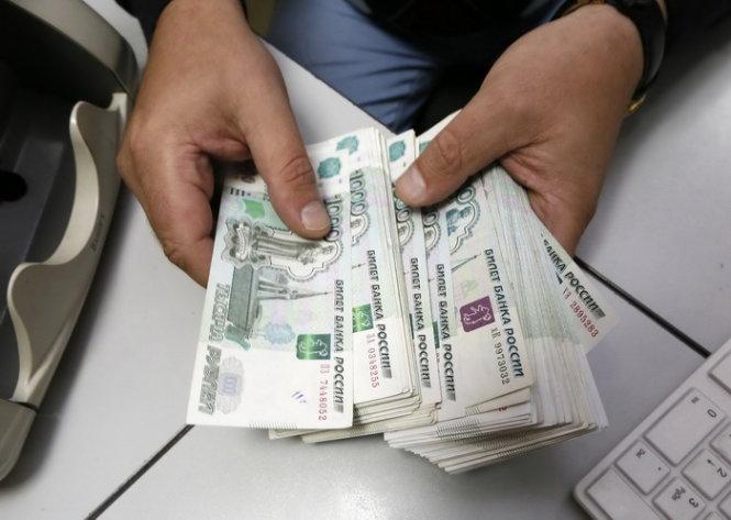 Tình hình Ukraine mới nhất: Đồng rúp và giá dầu giảm mạnh khiến nền kinh tế Nga lao đao