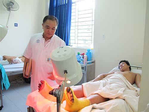Nên sơ cứu và đưa bệnh nhân bỏng lạnh đến cơ sở y tế để được chăm sóc kịp thời