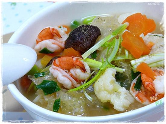 Cách nấu canh bóng thả tuy hơi cầu kì nhưng mang đến món ăn thơm ngon, bổ dưỡng