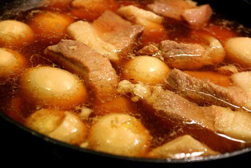 Kho thịt với trứng đến khi chín mềm, nước cạn sánh là được