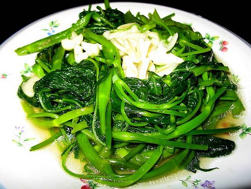 Rau muống xào tỏi là món ăn rất tốt cho sức khỏe