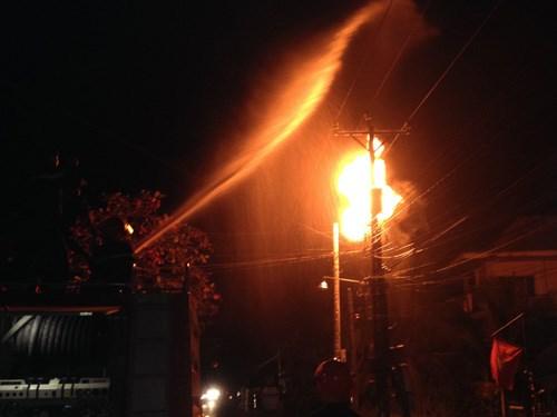 Nổ bình biến áp đêm giao thừa ở Hưng Yên khiến hàng chục hộ dân mất điện là tin tức mới cập nhật 24h ngày 19/02/2015