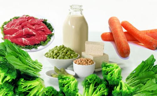 Bổ sung chất đạm, ăn nhiều rau xanh là chế độ dinh dưỡng cho bà bầu trong 3 tháng đầu thai kỳ