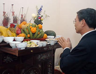 Cúng cô hồn và gia tiên ngày rằm tháng 7 là một tín ngưỡng truyền thống của người Việt