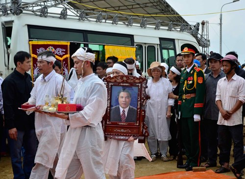 Hàng ngàn người thương tiếc tiễn đưa ông Nguyễn Bá Thanh là một trong những tin tức mới cập nhật 24h ngày 18/02/2015