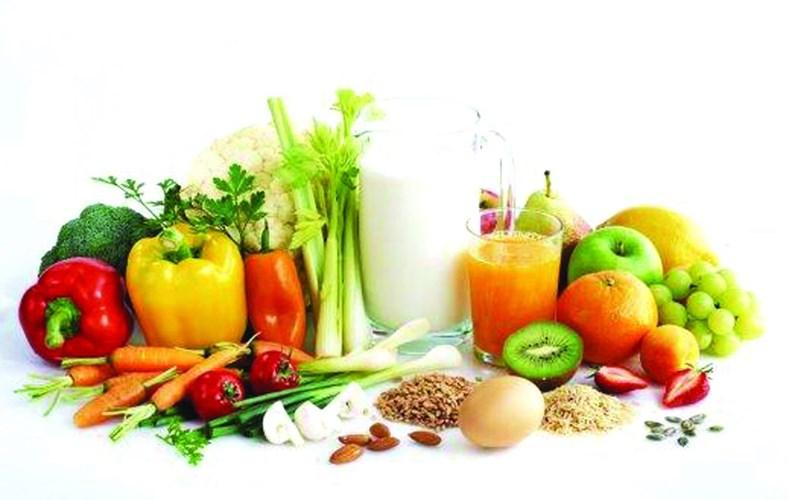Rau xanh không chỉ giúp cung cấp cho bé một lượng lớn vitamin và rất hữu ích cho sự phát triển bộ não của trẻ