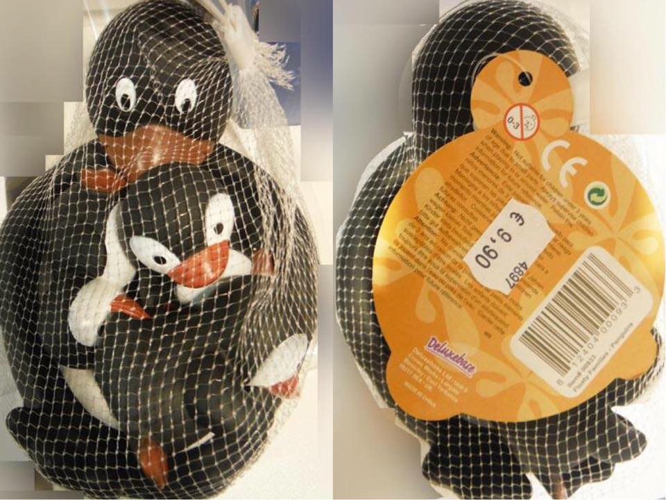 Đồ chơi nhà tắm bằng nhựa hình chim cánh cụt của Trung Quốc có chứa DEHP khiến trẻ dậy thì sớm