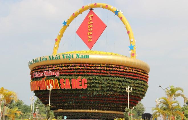 Giỏ hoa kỷ lục Việt Nam tại Công viên Sa Đéc - Đồng Tháp