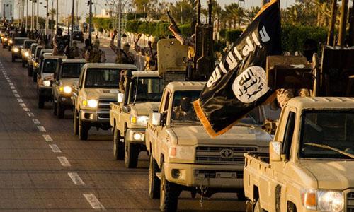 Đoàn xe của nhóm khủng bố IS trên đường phố ở thành phố Sirte