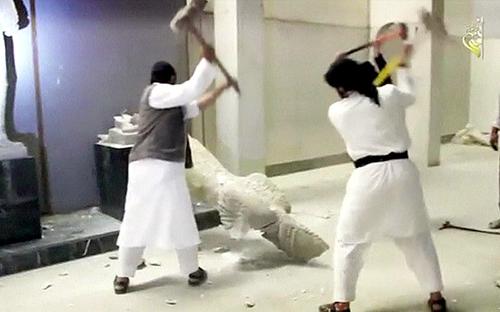 Các bức tượng IS phá hủy chỉ là bản sao