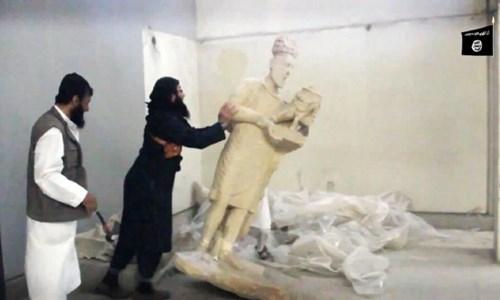 Binh lính khủng bố IS phá hủy cổ vật trong bảo tàng Mosul, Iraq