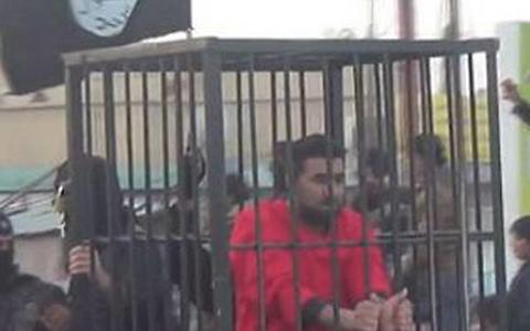 Trước khi thực hiện vụ hành quyết dã man, phiến quân IS cho các tù nhân diễu phố
