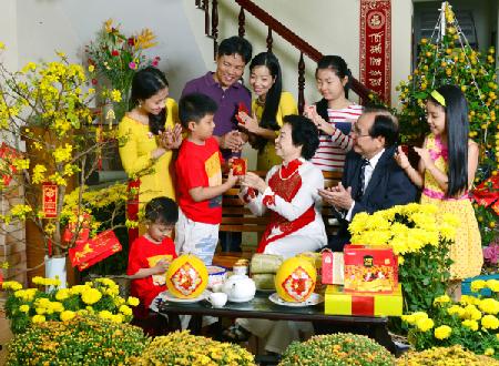 Phong tục ngày Tết, phong tục lì xì là một nét văn hóa truyền thống của người Việt