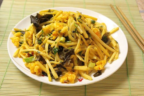 Măng có thể chế biến thành nhiều món ăn ngon như măng luộc, măng xào