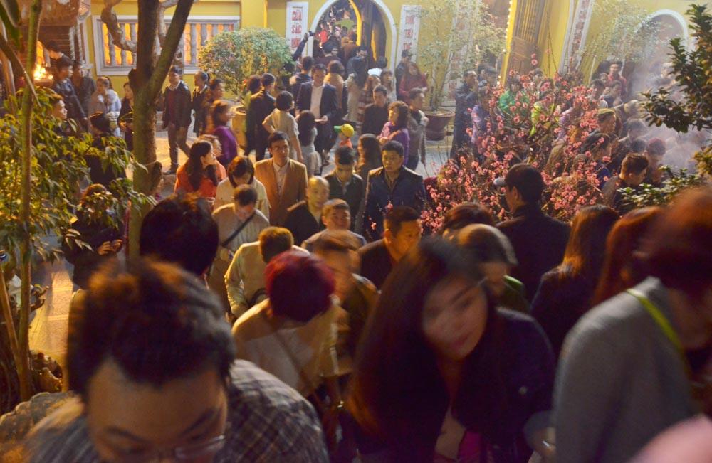 Người dân Hà Nội nô nức đi lễ chùa ngày mùng 2 Tết là tin tức mới cập nhật 24h ngày 20/02/2015