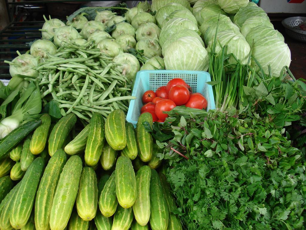 Các loại rau sạch thường không có vẻ ngoài bóng mướt, xanh mởn như rau phun kích thích