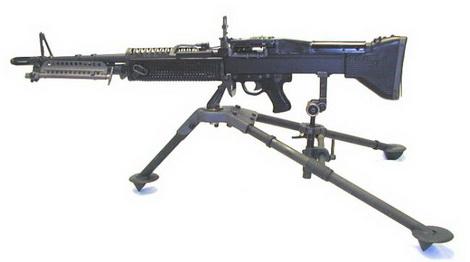 Súng máy M60 nặng khoảng 17kg nếu có 3 chân với tốc độ bắn 550 viên/ phút.