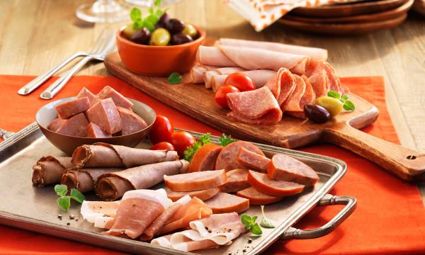 Những thực phẩm gây ung thư hàng đầu phải kể đến các loại thịt chế biến sẵn