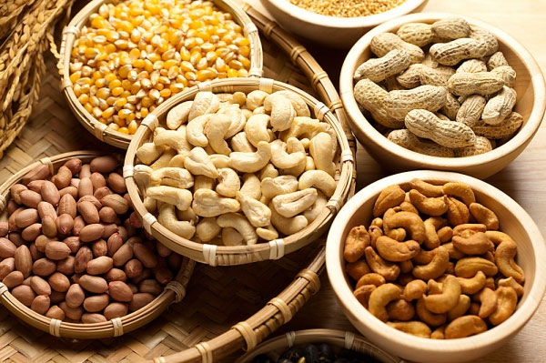 Những thực phẩm tốt cho tuyến tiền liệt của phái mạnh phải kể đến các loại hạt, ngũ cốc bổ dưỡng