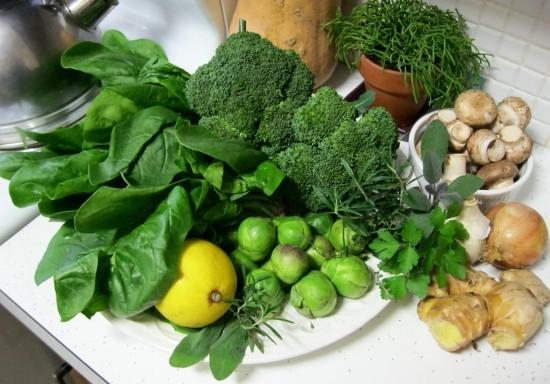Vitamin K có nhiều trong rau xanh có thể làm mất tác dụng khi uống thuốc làm loãng máu