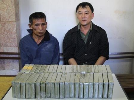 Bắt giữ 2 đối tượng vận chuyển trái phép 31 bánh heroin