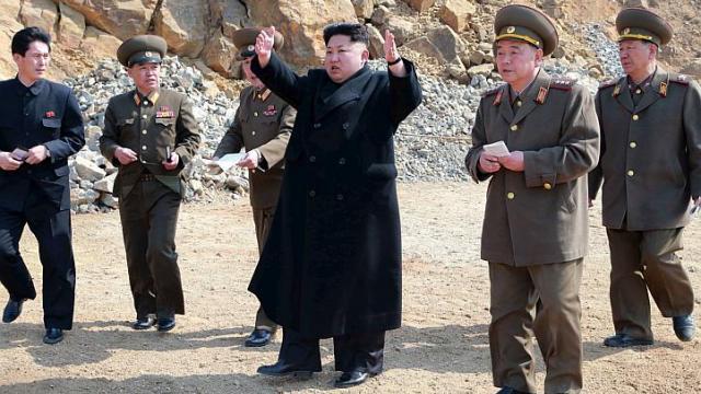 Lãnh đạo Triều Tiên trong một chuyến thị sát