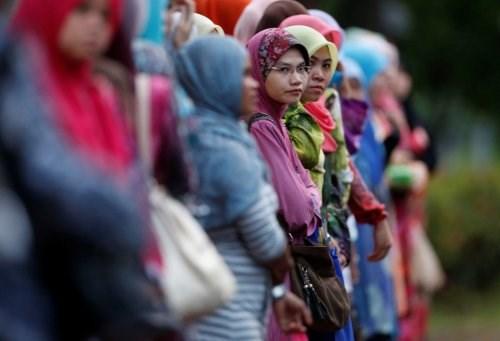 Phụ nữ Malaysia trên một con đường ở Kuala Lumpur