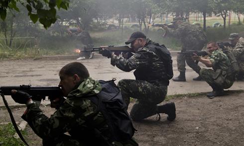 Tình hình Ukraine mới nhất: Đụng độ xảy ra tại các thị trấn quanh khu vực cảng biển chiến lược Mariupol