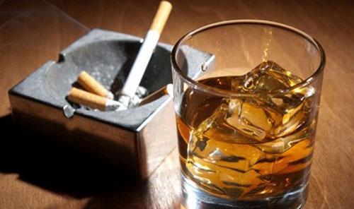 Ung thư gan có thể do hút thuốc lá và uống rượu bia gây nên