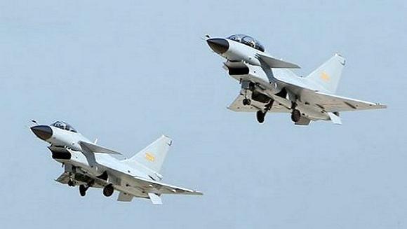 Máy bay chiến đấu J-10 là loại má bay tiêm kích một chỗ ngồi của Trung Quốc.
