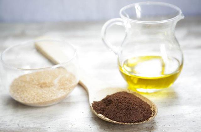 Làm đẹp bằng cà phê kết hợp với dầu dừa giúp loại bỏ nám, tàn nhang