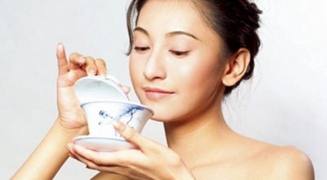Rau mồng tơi và gà ác giúp phụ nữ có thai chữa chứng suy nhược, khí hư