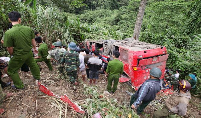 Tai nạn giao thông kinh hoàng xe khách lao thẳng xuống vực sâu