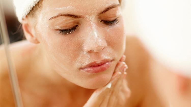 Tẩy da chết là bước chăm sóc da rất quan trọng